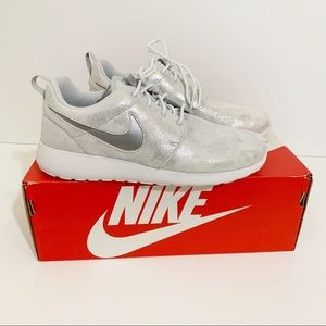 Nike Roshe One Platinum Silver Metallic Sneakers 8